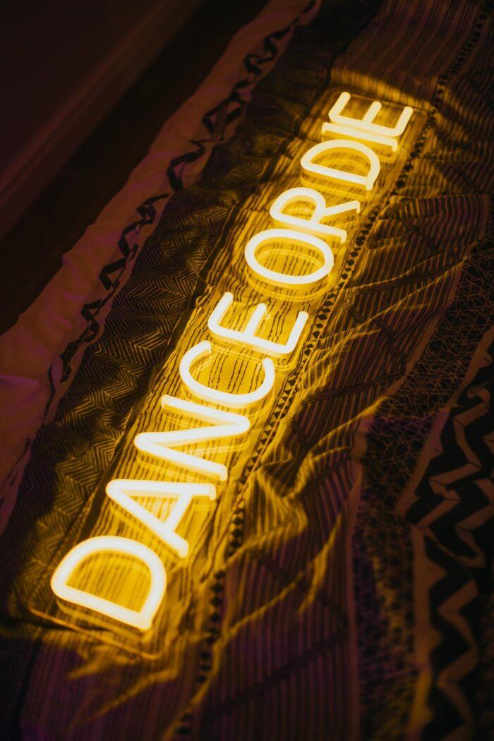 """Желтая неоновая надпись """"Dance or die"""" 2"""