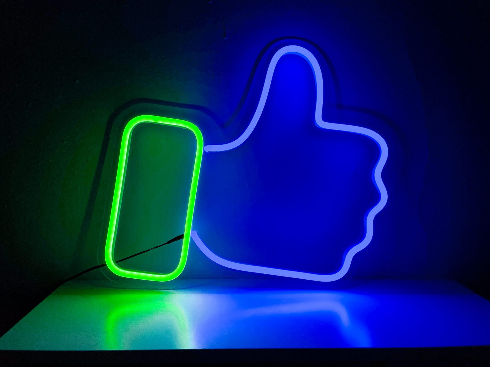 Facebook лайк (палец вверх)